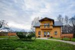 Ilgiu countryside homestead with 30-seat hall, bathhouse