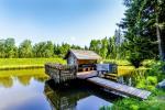 Miško rojus - hut over water