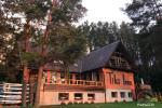 Dom wakacyjny Tiki Inn w Palūšė nad brzegiem jeziora