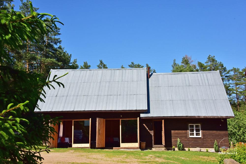 House 100 m to the lake with a hall and bedrooms
