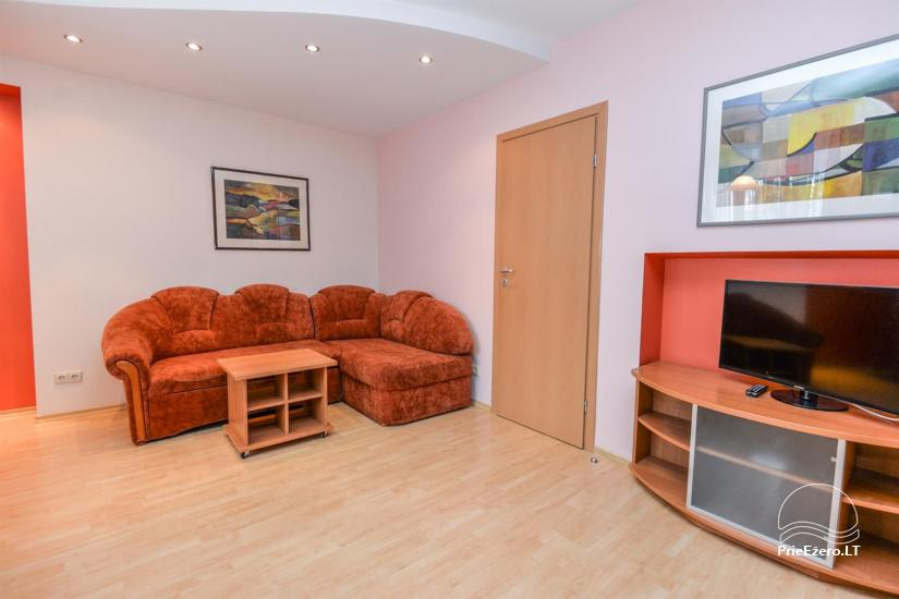 'Red' and green apartment in Druskininkai - 9