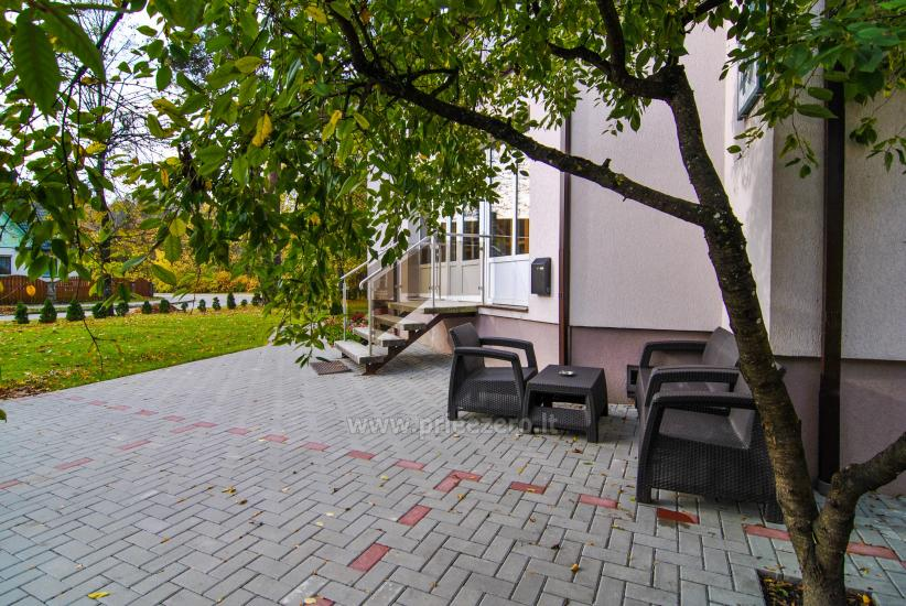 Гостевые дома в Друскининкай центре, на берегу реки. Есть качели для детей, терраса - 2