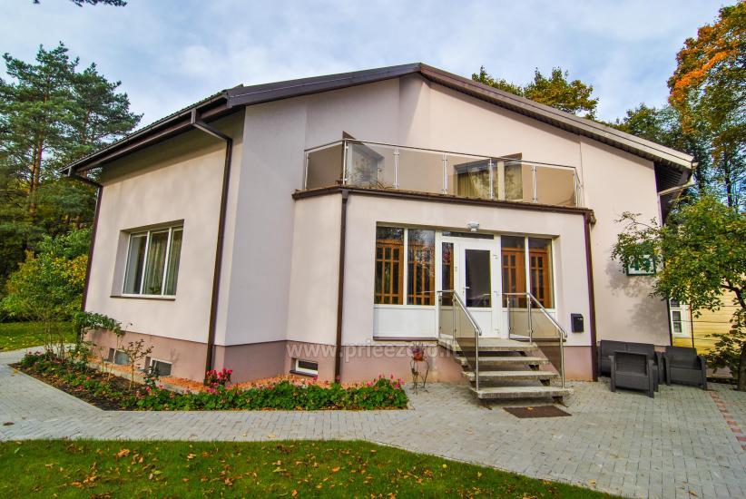 Гостевые дома в Друскининкай центре, на берегу реки. Есть качели для детей, терраса - 11