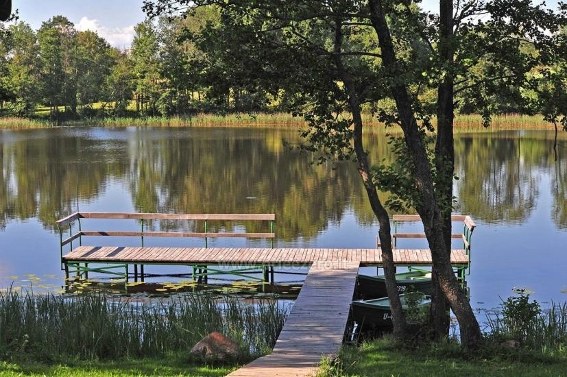 Łaźni i jacuzzi w gospodarstwie Holland Park na brzegu jeziora - 12
