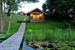 """Bathhouse and hot tub in a homestead """"Holland park"""" on the shore of the lake"""