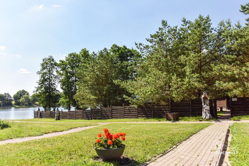Kawiarnia Kurėnų užeiga na brzegu jeziora w rejonie Ukmergė - 20