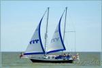Парусная яхта в Куршском заливе и дельте Немана, морю - путешествие на лодке от Ниды, Клайпеды, Минге
