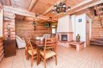 Ein Blockhaus mit einer Gästeküche - 15